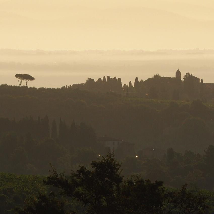 Auringonnousu terassiltamme katsottuna Toscanassa. O sole mio!