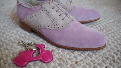 Barrats 1890:n Oxford-kengät olivat söpön vaalenapunaiset ja vespailivan oli ihan pakko saada Vespa-avaimenperä.