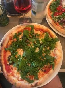 Loistavat pitsat Opatijassa. Kuulimme vain italiaa.